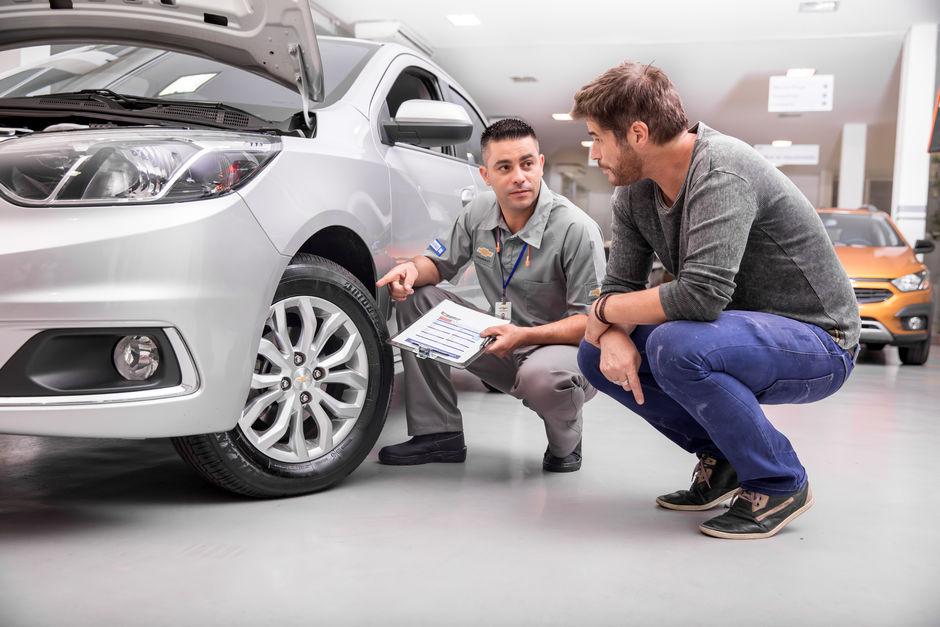 Serviços de manutenção e reparo para revisão de carros na concessionária Chevrolet Absoluta