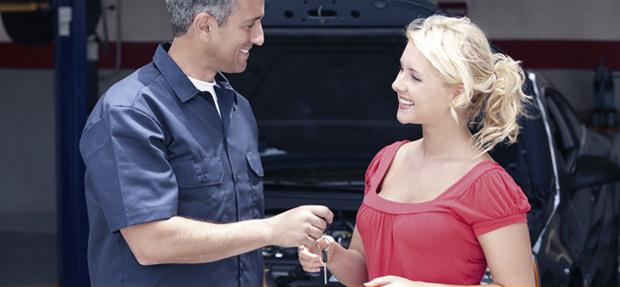 Serviços de manutenção e reparo para revisão de carros na concessionária Chevrolet Automec