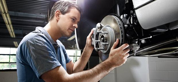 Serviços de manutenção e reparo para revisão de carros na concessionária Chevrolet Proeste