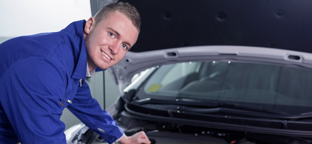 Serviços de manutenção e reparo para revisão de carros na concessionária Chevrolet Dutra