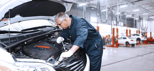 Serviços de manutenção e reparo para revisão de carros na concessionária Chevrolet Via Capital de Vitória