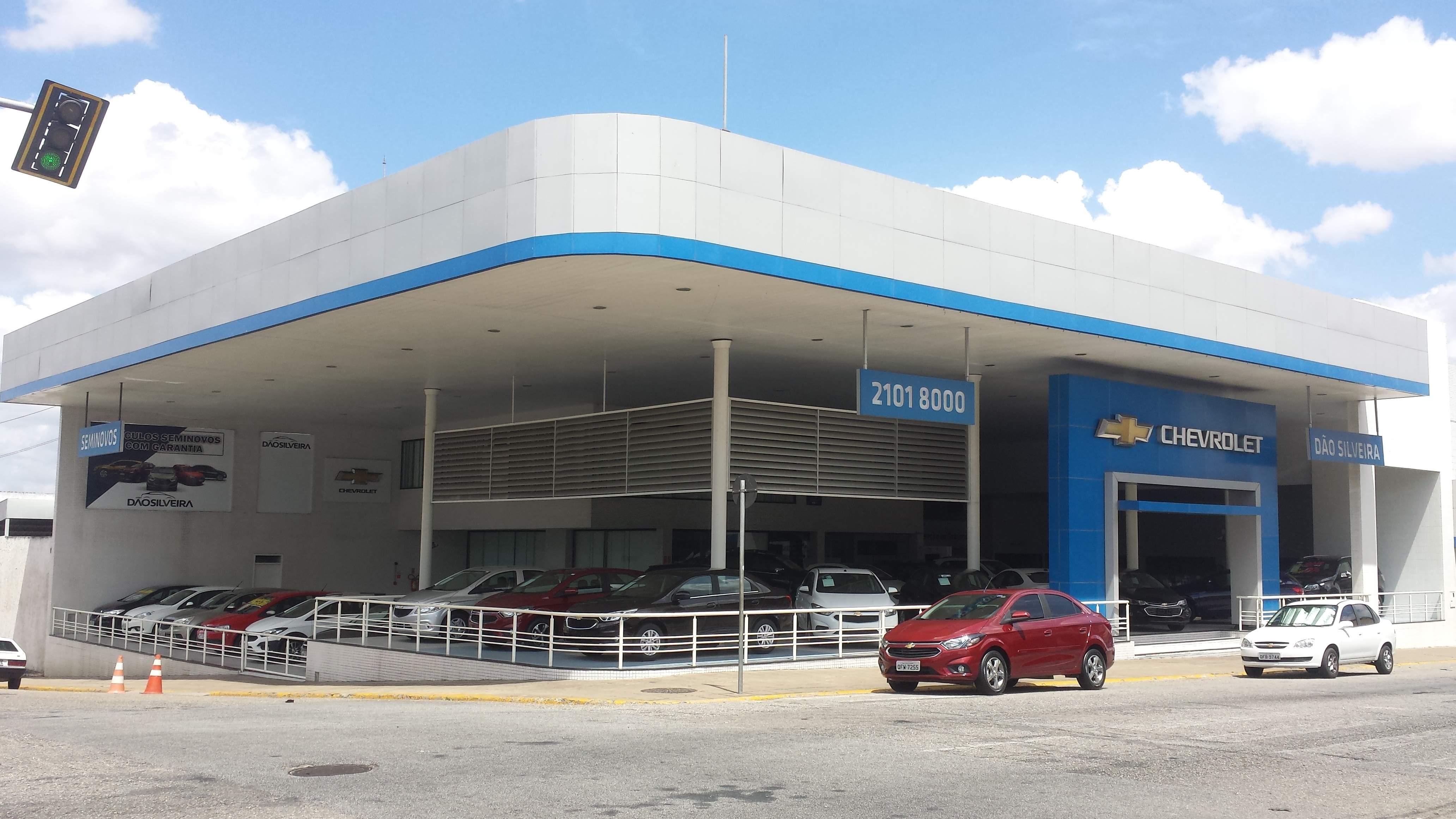 Fachada concessionária Chevrolet Dão Silveira.
