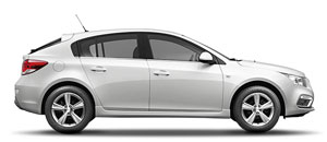 """O Chevrolet Cruze Sport6 tem uma personalidade moderna e dinâmica. Esse espaçoso hatch esportivo se destaca na categoria pelo porte e design marcantes. Com força de sobra no seu motor de 144 cv (etanol) e câmbio manual de seis velocidades ou transmissão automática de seis velocidades, harmoniza performance com estilo. Aproveite a sensação de dirigir com toda segurança com os freios ABS e controle de tração TCS. Curta os inúmeros itens de conforto, como a conectividade Bluetooth com seu smartphone na central multimídia Chevrolet MyLink, com display colorido de 7"""" sensível ao toque com navegador e muito mais. Tecnologia, esportividade e estilo, são os atributos que definem o Chevrolet Cruze Sport6. Este hatchback imponente renova os parâmetros de sofisticação e conforto, sem deixar de lado o design com linhas esportivas que determina uma personalidade própria e marcante."""