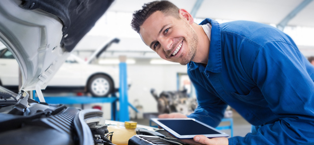 Serviços de manutenção e reparo para revisão de carros na concessionária Chevrolet Carlos Cunha