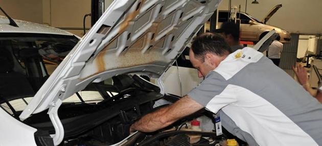 Serviços de manutenção e reparo para revisão de carros na concessionária Chevrolet Bregomar