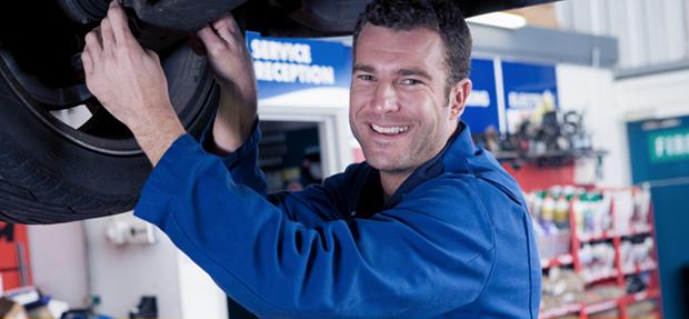 Serviços de manutenção e reparo para revisão de carros na concessionária Chevrolet Velmax