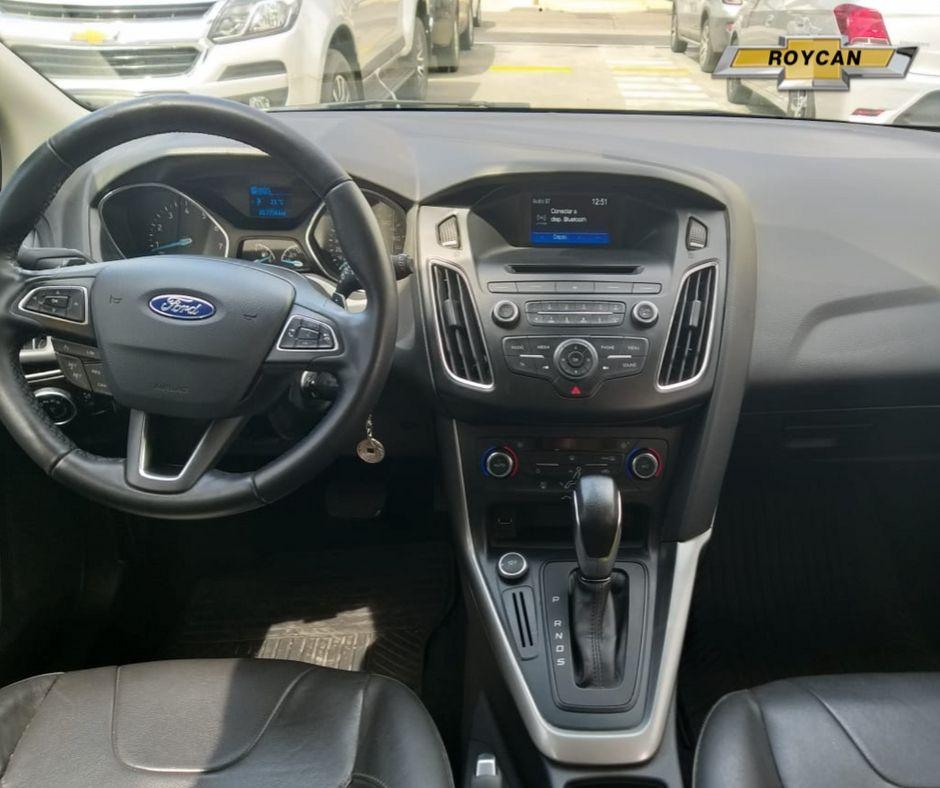 2015 Ford Focus SE Plus Cuero 5P 2,0L