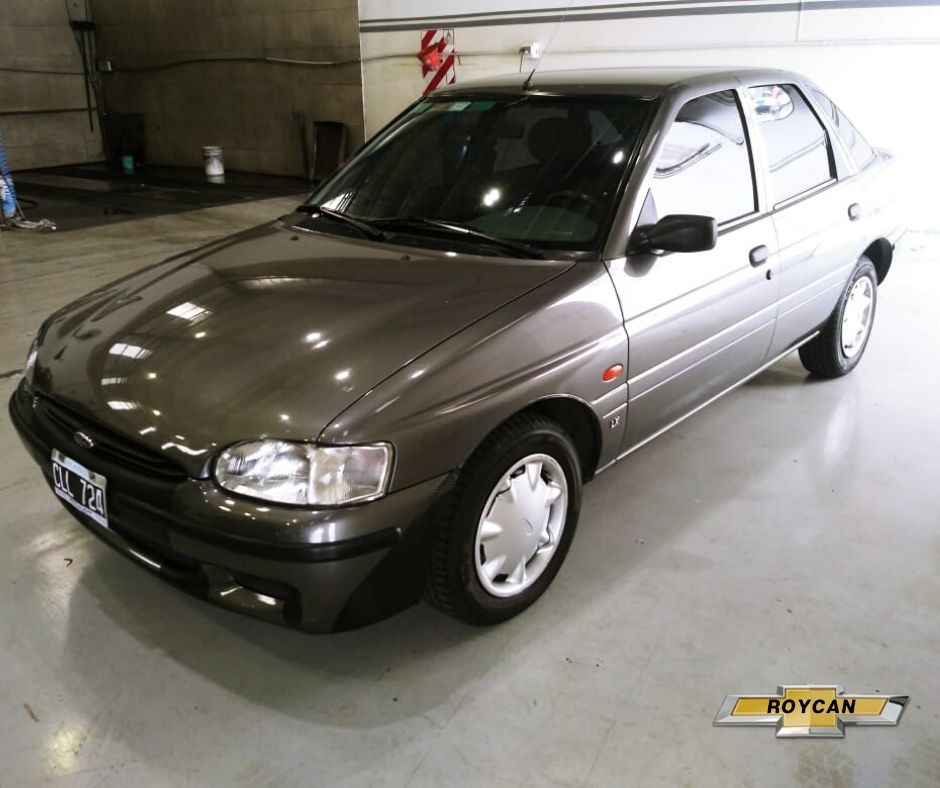1999 Ford Escort LX Plus 5P 1,8L