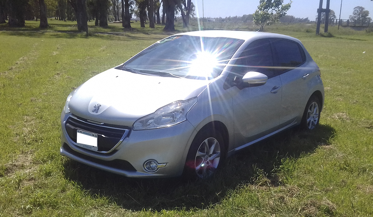 2014 PEUGEOT 208 TOUCHSCREEN 1,5