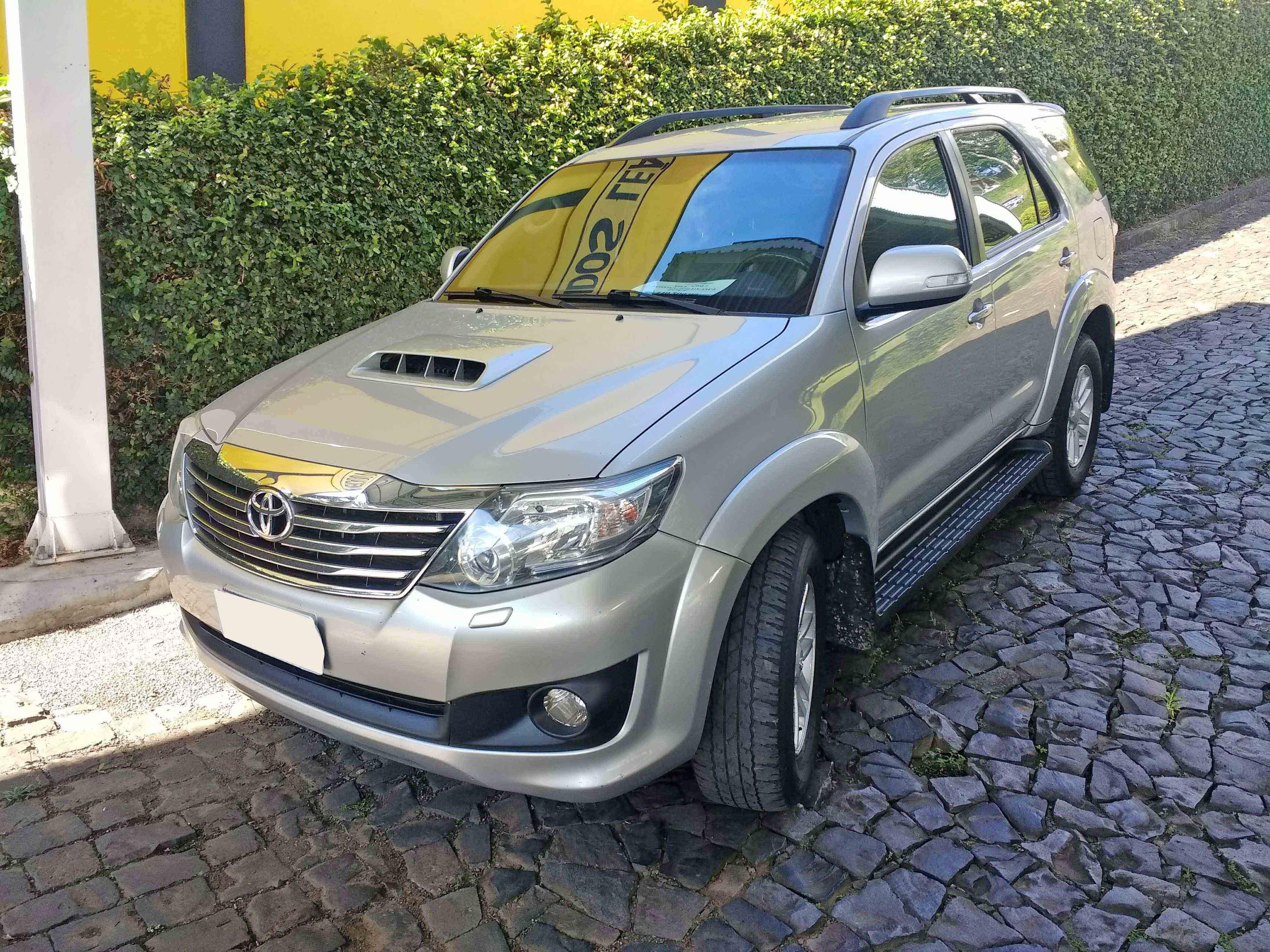 TOYOTA HILUX SRV 4X4 3.0 2014
