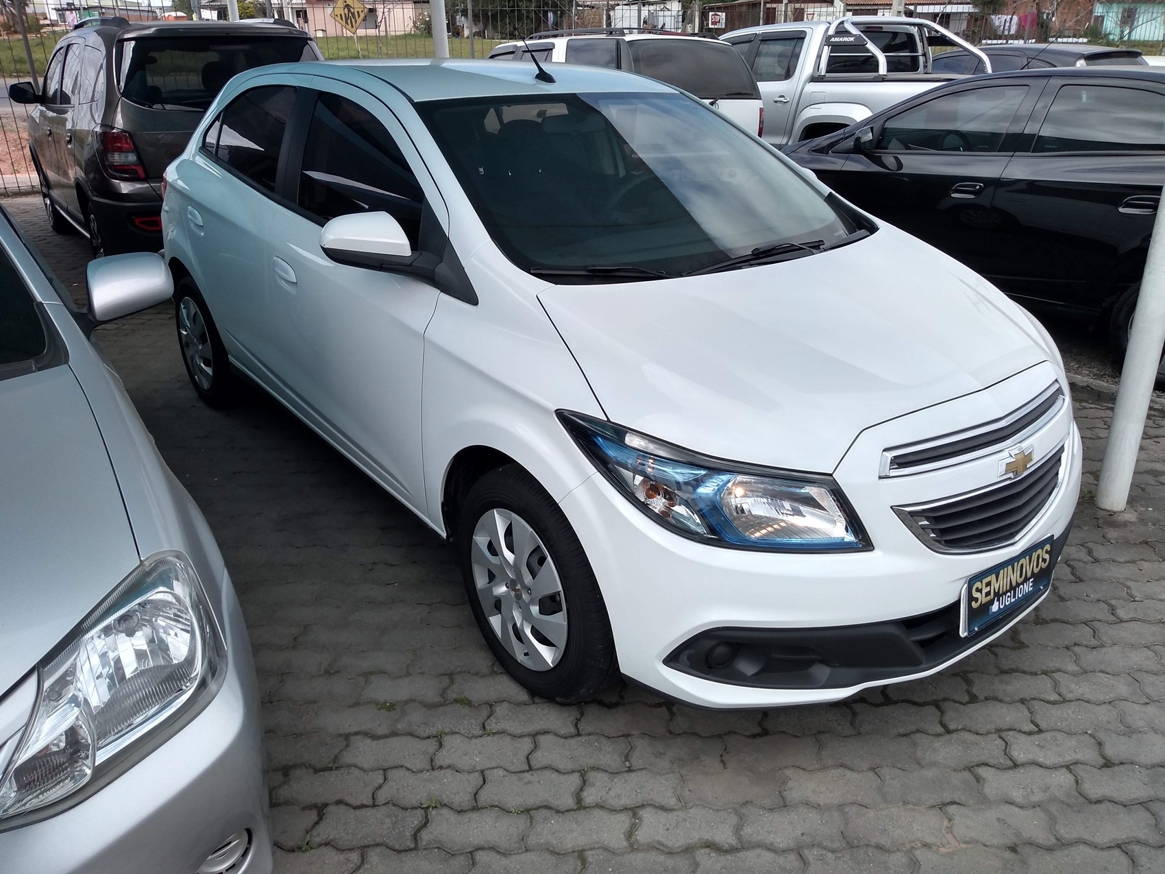 CHEVROLET ONIX HATCH LT . 1.4 2013