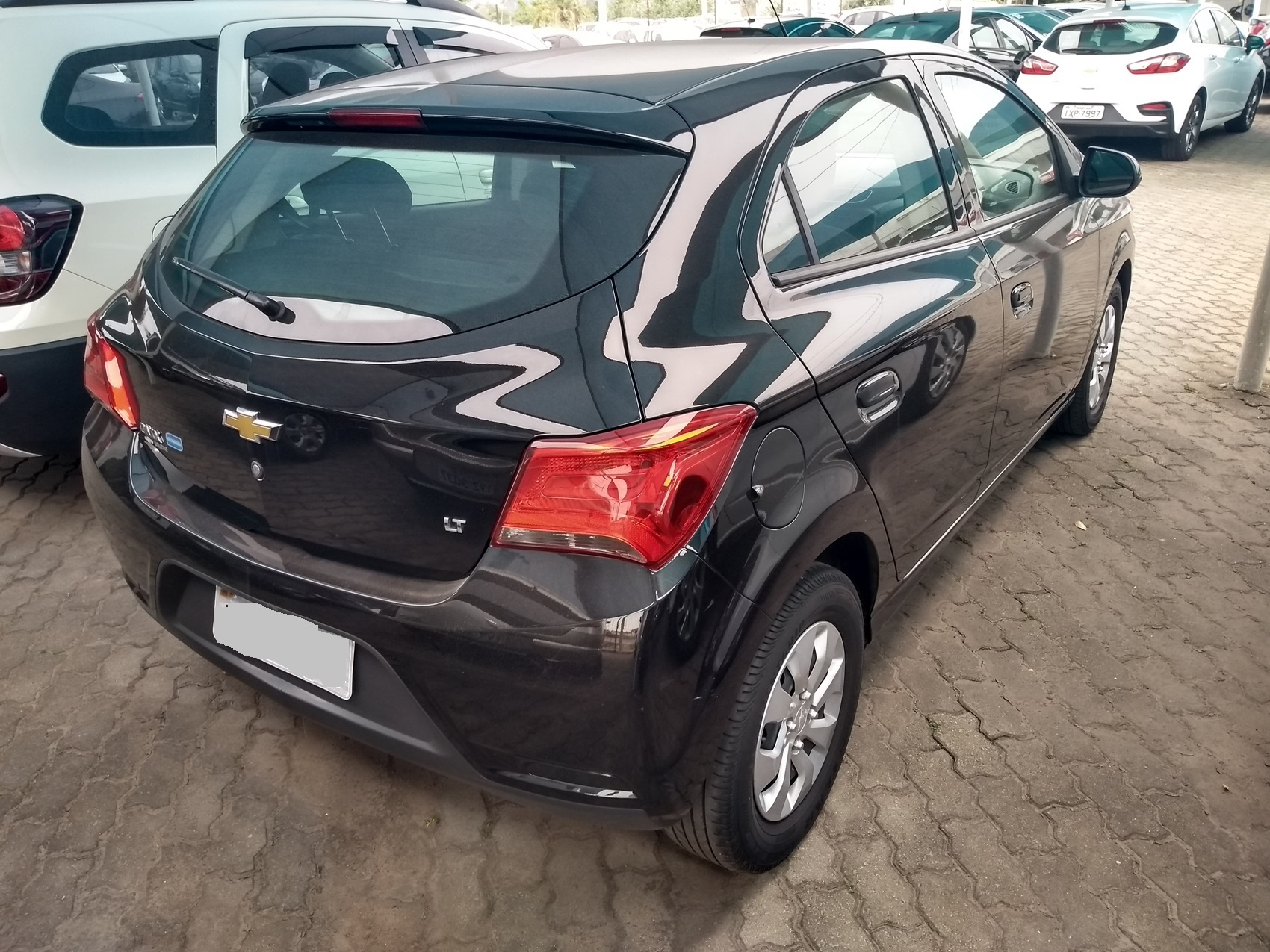 CHEVROLET ONIX HATCH LT . 1.0 2017