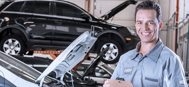 Serviços de manutenção e reparo para revisão de carros na concessionária Chevrolet Uvel
