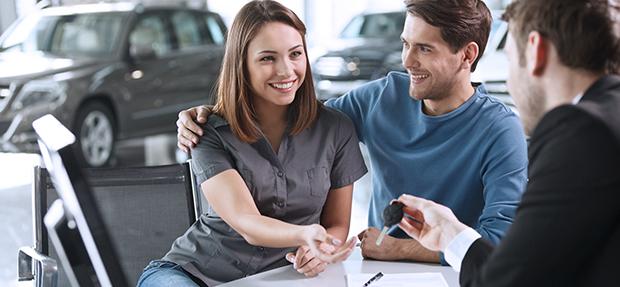 Comprar carro novo ou trocar seminovo consórcio de carros concessionária Chevrolet Santa Fé