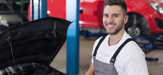 Serviços de manutenção e reparo para revisão de carros na concessionária Chevrolet Civesa